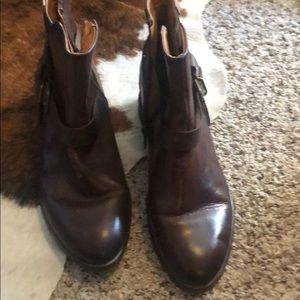 Excellent shape boots